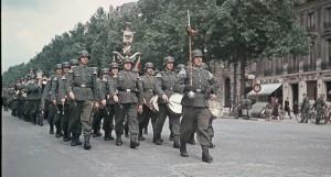 4-le-releve-de-la-garde-1941-credit-andre-zucca_bhvp_roger.1207593307