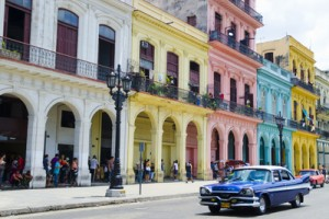 bill-bachmann-pastel-buildings-near-city-center-havana-cuba